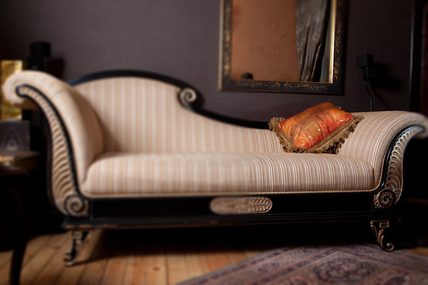 antique-sofa-blur